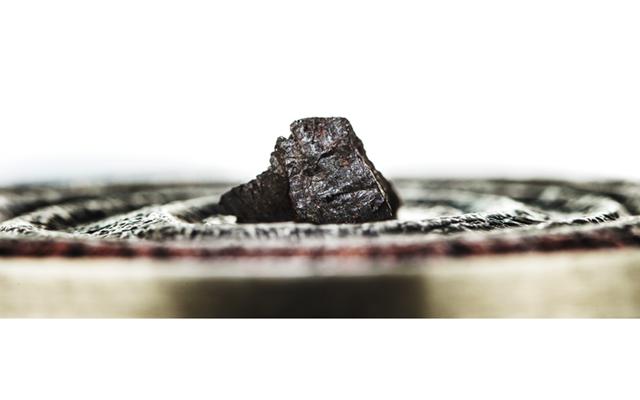 2015-niue-1-dollar-meteorite-side-view