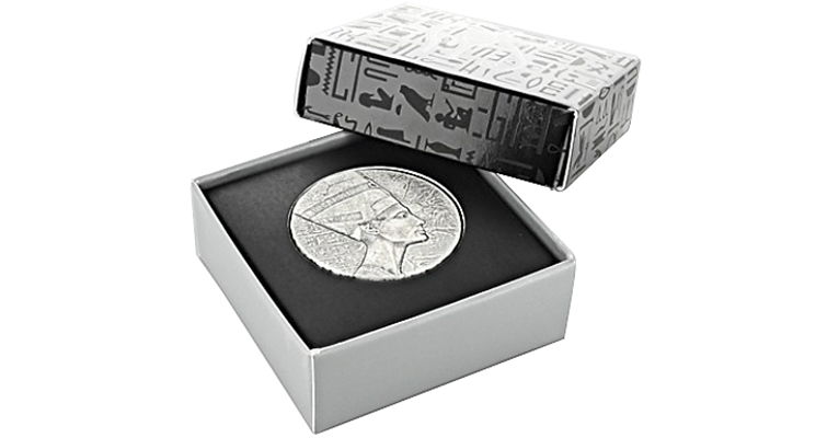 chad-nefertiti-silver-coin-in-packaging