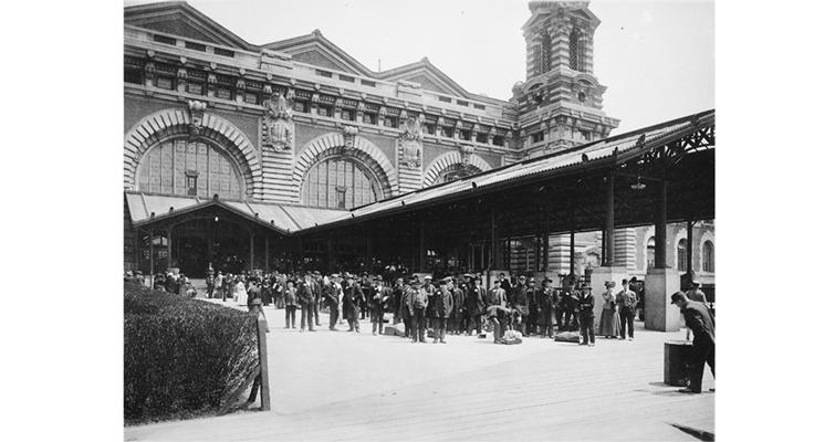 ellis-island-immigration-1910-nara