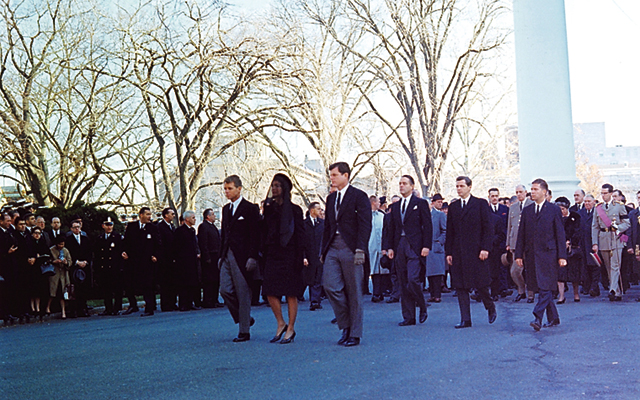 kennedy_family_leading_funeral_procession_25_november_1963