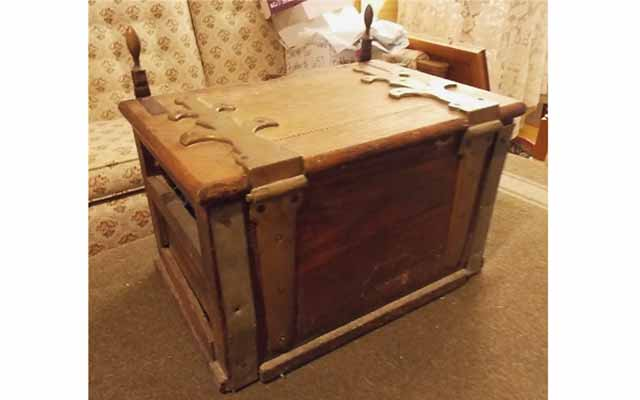 19th century oak box may have been used to transport coinage dies