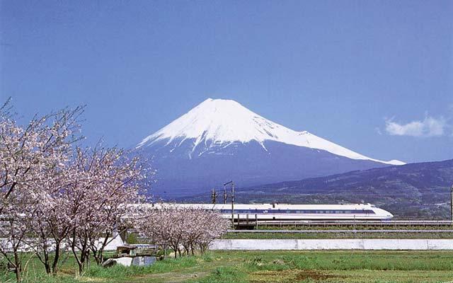 mount-fuji-japan-shinkansen