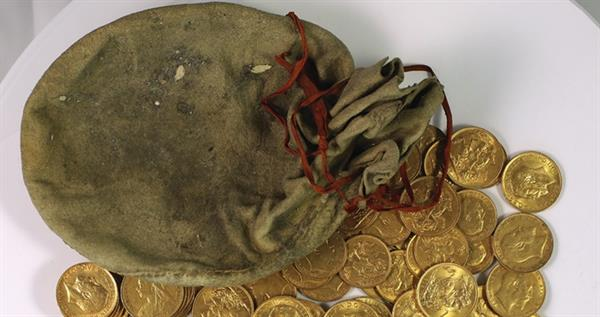 new-pouch-of-gold-coins-from-piano-hoard-lead-1