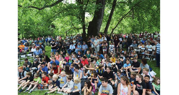 ozark-scenic-quarter-crowd