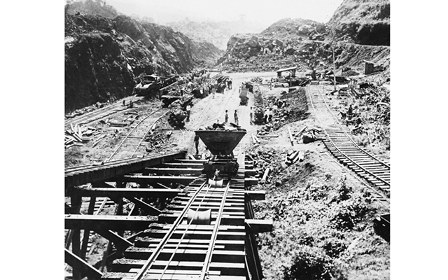 panama-canal-under-construction-1907-crop