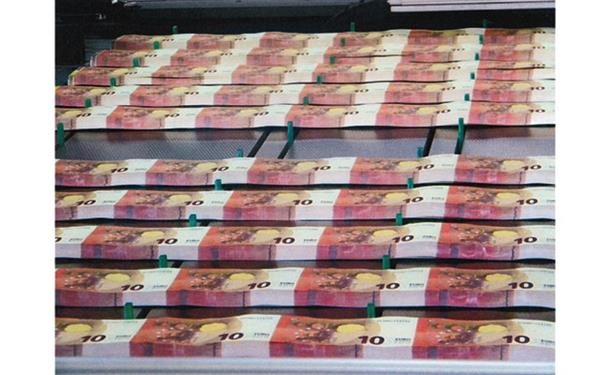 production-of-the-new-10-banknote_large
