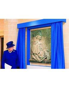 queen_unveils_plaque_1