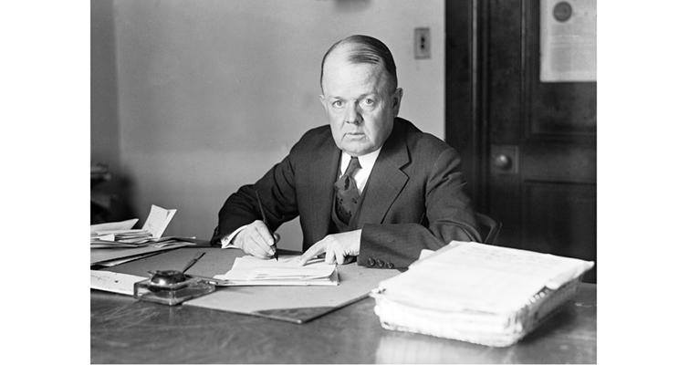 robert-w-woolley-at-his-desk-december-1916-loc
