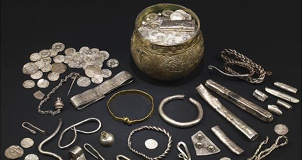 vale-of-york-hoard-group-photo