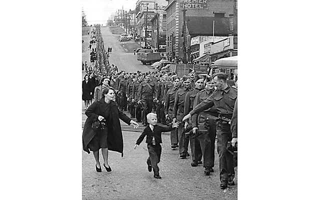 wait-for-me-daddy-1940